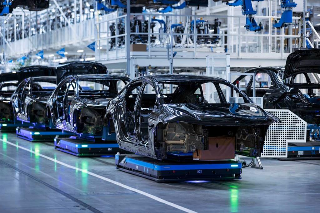 خسارت ۲۱۰ میلیارد دلاری به صنعت خودرو به علت کمبود تراشه